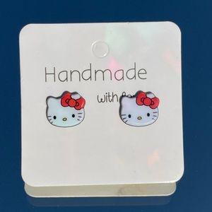 Super cute Hello Kitty earrings